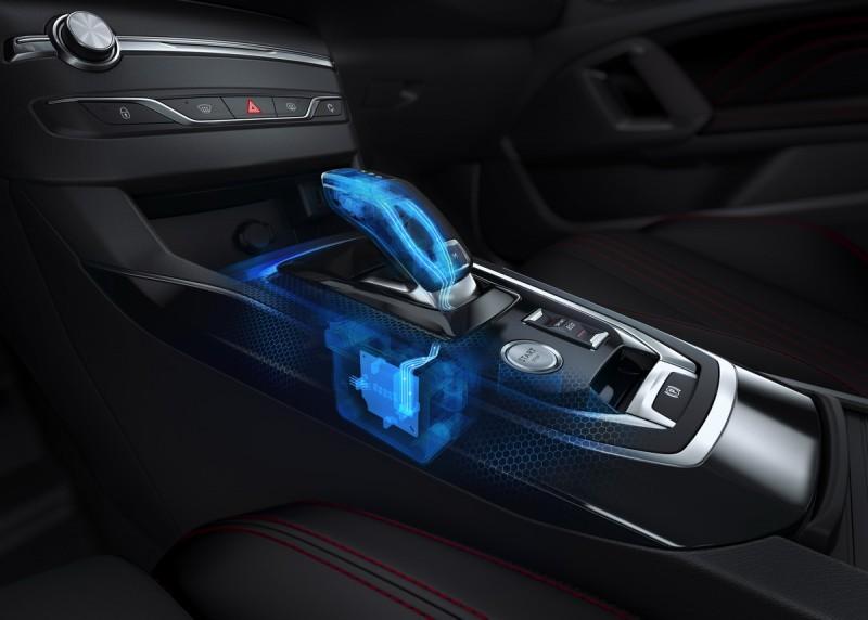 排檔桿動作與3008同步採用線傳控制,具備自動停車必須的自動跳檔功能