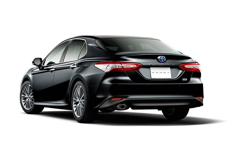 全新世代Camry車身尺碼為4,859mm x 1,838mm x 1,440mm,軸距則為2,824mm,比起現行車款更長更寬也更扁。