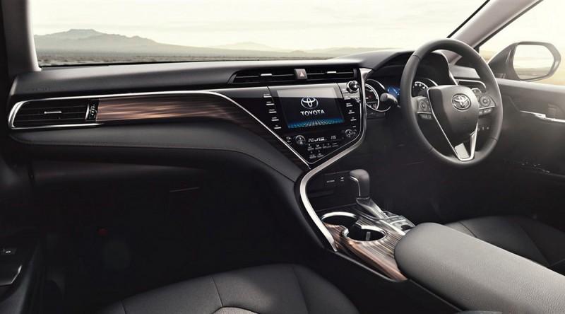 傾向駕駛者的介面外加沈穩內斂的深色木紋飾版,將動感與豪華兩個截然不同的面向融為一體。