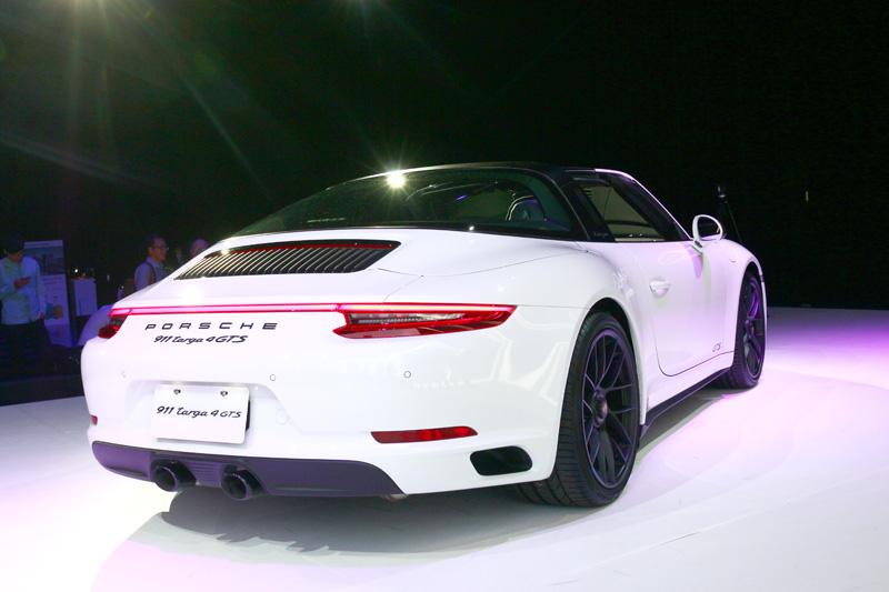 所有四輪驅動車款則保有細長 LED 燈組的設計。