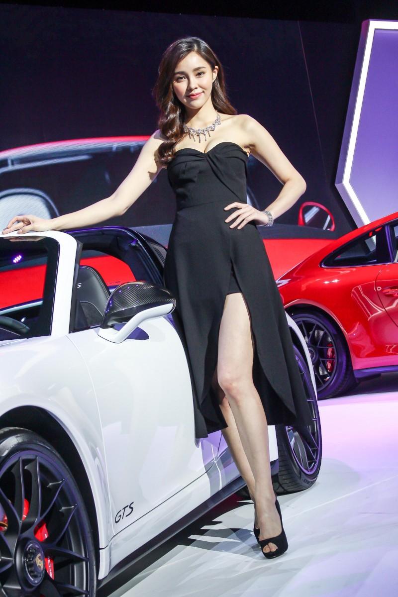 少了誇張造型,簡單服裝更能襯托車輛風貌