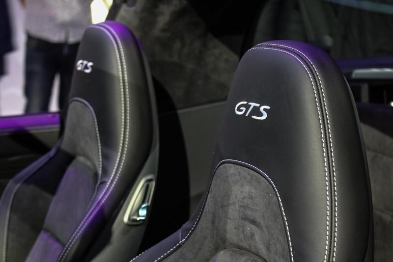雙材質座椅上還稿剛的繡上GTS字樣