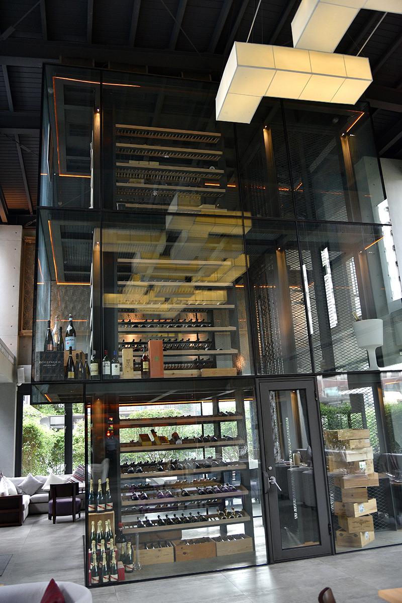 Beluga擁有一座三層式電梯酒窖,藏酒不僅豐富而且多元。
