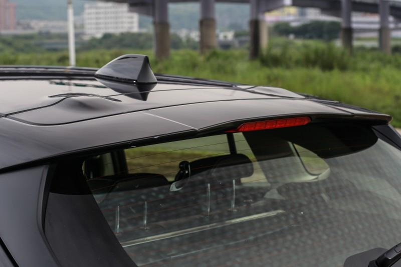 五門車型還增加尾翼,稍微提升運動氛圍。