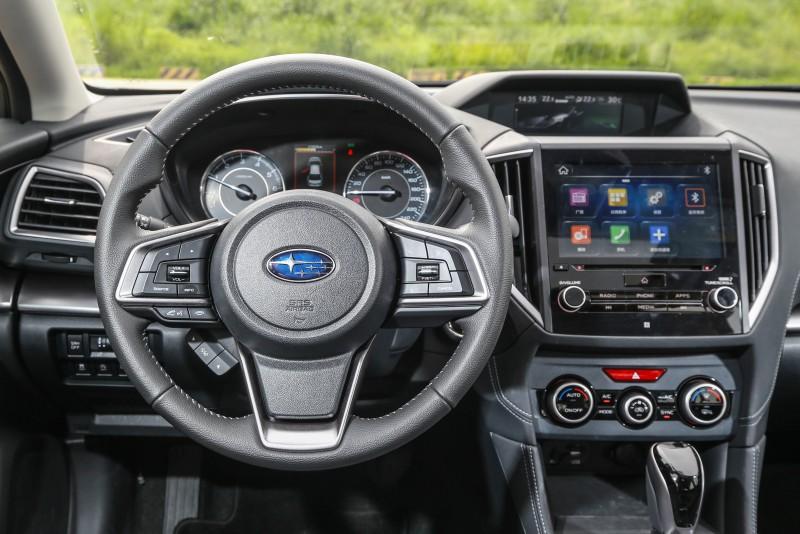 三大顯示介面提供駕駛充足的閱讀資訊。