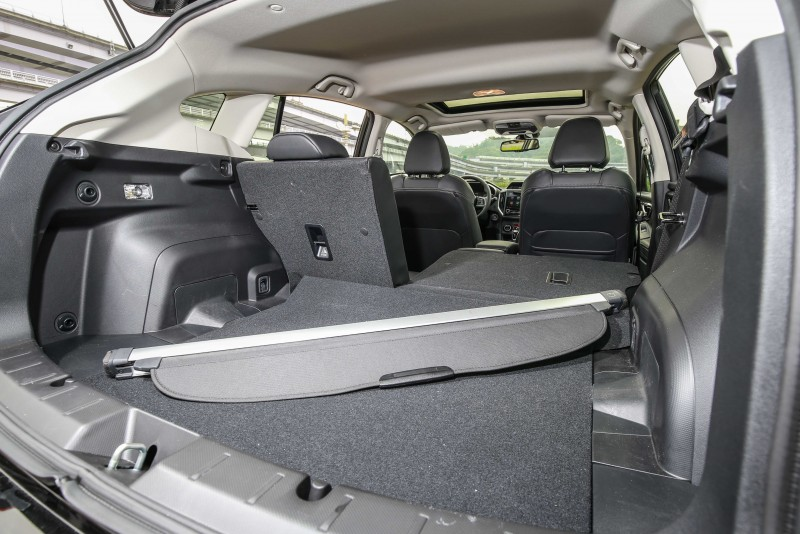 藉由後座椅背的傾倒,加倍提升空間使用的靈活度。