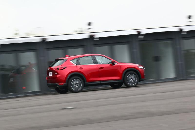 全新CX-5強調更線性的動力輸出曲線,避免出現超出駕駛者預期的爆衝感,以及因忽然湧現的動力破壞車身動態平衡。