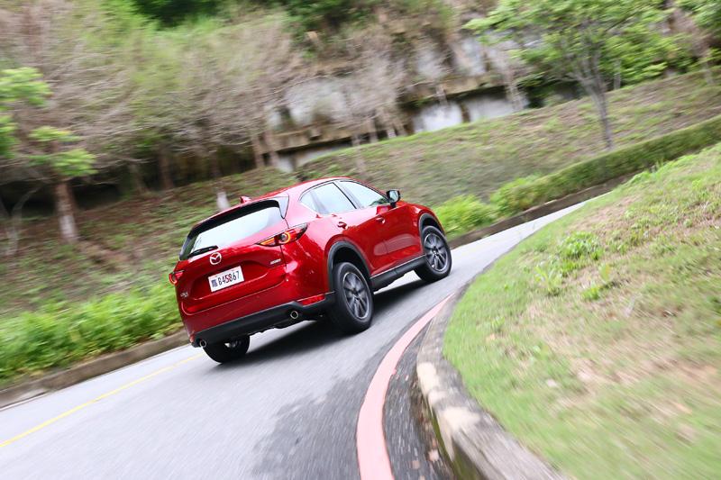 在多數車都開起來越來越像的同時,全新CX-5有著完全屬於自我的調性。