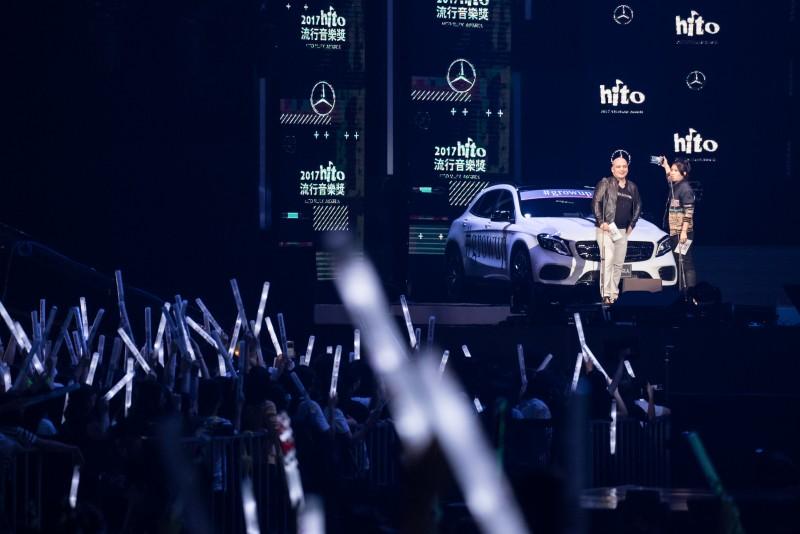 台灣賓士轎車行銷業務處的副總裁何睿思Mr. Markus Henne與Miss Ko葛仲珊合力介紹全球持續延燒的Mercedes-Benz「Grow Up. 像你的樣」,並與觀眾一同玩自拍。