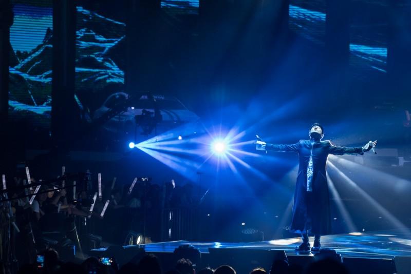 亞洲天王林俊傑以一連串歌曲精彩開場,瞬間讓整場氣氛衝到最高點。
