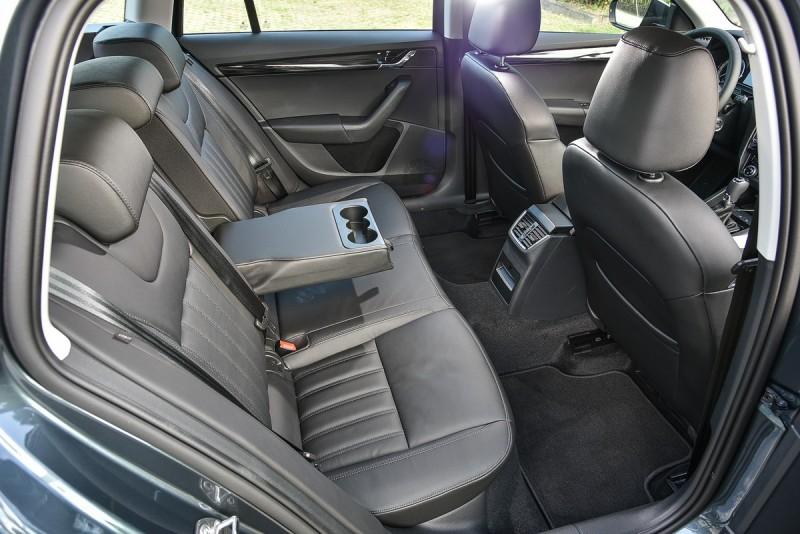 Skoda車款後座空間向來只有以下犯上,寬敞膝部空間也是標配!