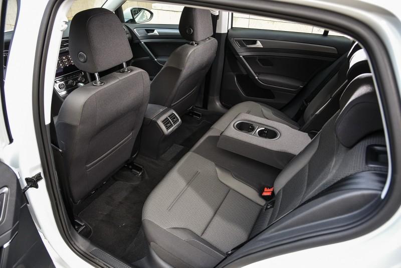 寬敞後座空間一如過往,乘坐品質似乎較為軟Q