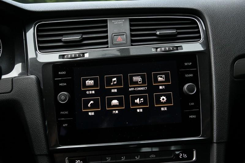 8吋觸控音響主機已具備完整功能,Comfortline比Trendline多出雙區恆溫空調