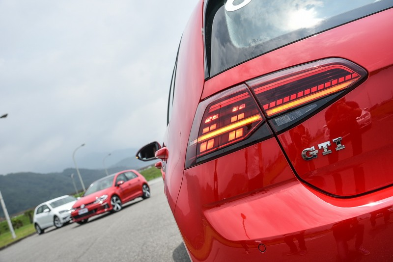 全車系只有Golf GTI採用具備動態方向燈顯示功能的矩陣式LED尾燈組