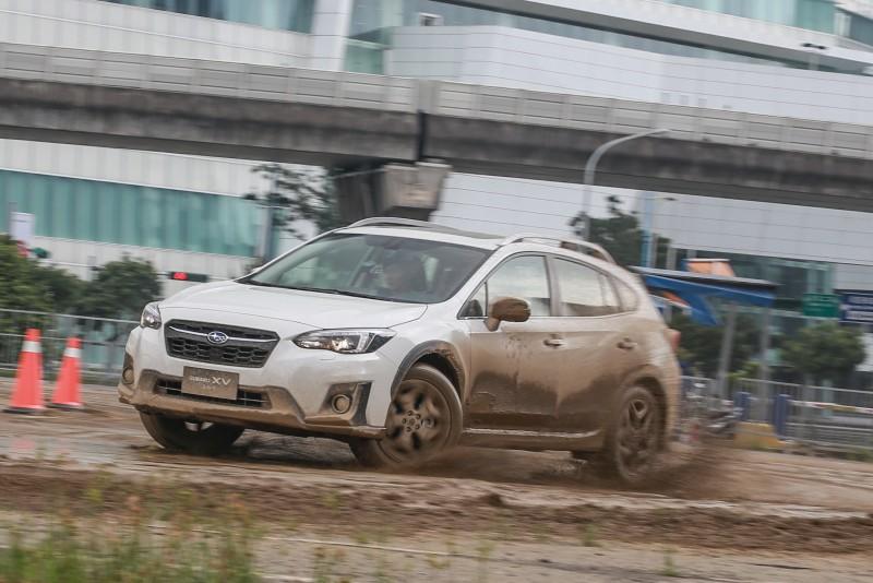 Subaru全新XV身手如何?意美汽車於南港展覽館旁空地特別打造試煉場,三大關卡測試告訴你!