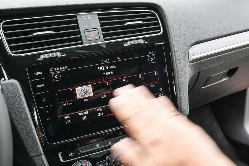 9.2吋Discover Pro影音資訊娛樂系統整合直覺化的手勢操作功能,可輕鬆完成選單/電台/歌曲/圖片等左右切換。