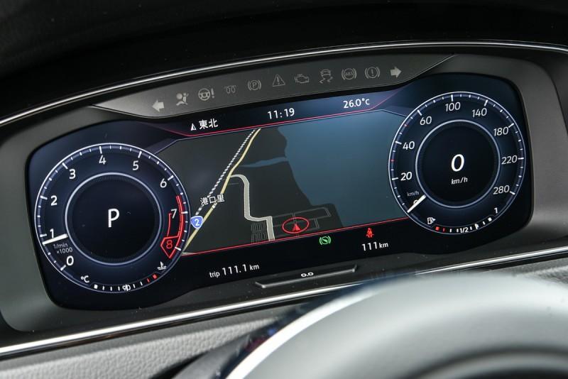 新款Golf自Highline以上車型即配置台灣市場同級唯一的12.3吋Active Info Display全邏輯數位化儀表,整合導航等多項行車資訊,徹底實現智慧用車之市場願景。