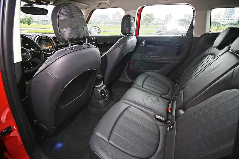 兩張圖再強調一次Countryman座艙的感受:寬裕、舒適、高質感。