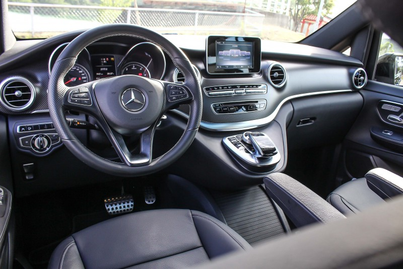 與房車同步的駕駛介面,駕駛多人座商旅車也無須與舒適妥協