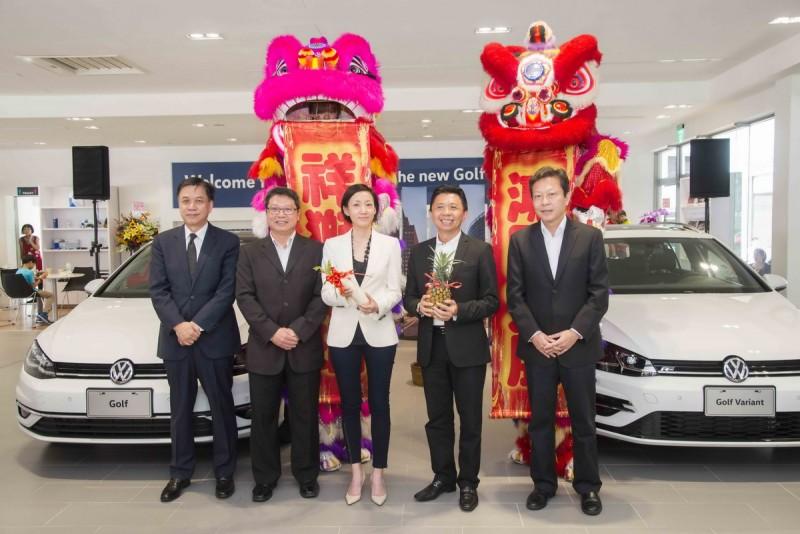 台中潭子展示暨服務中心於台灣福斯汽車總裁Katy Tsang揭幕下正式營運。