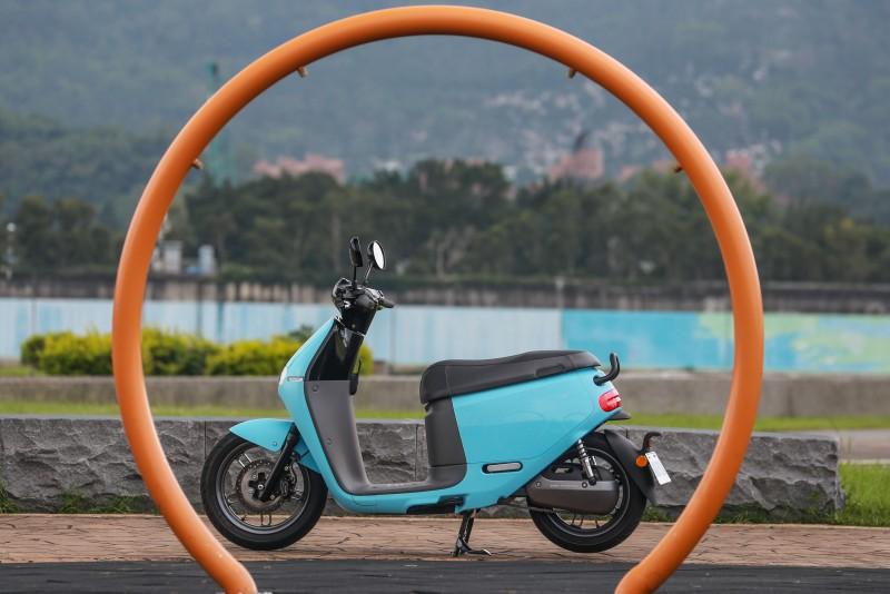 與Gogoro 1不同的是,Gogoro 2不再是以圓形作為設計主軸,而是六角型為主。