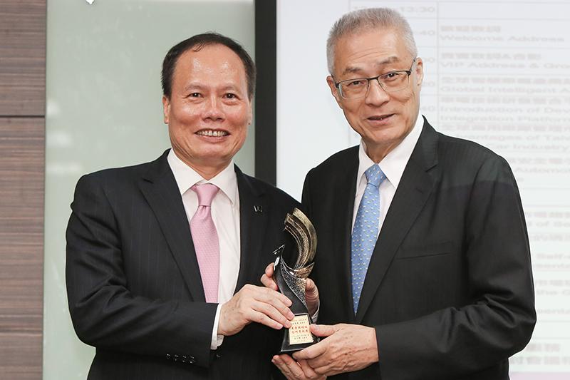 蔡文榮總經理榮獲「光電跨領域合作貢獻獎」殊榮。