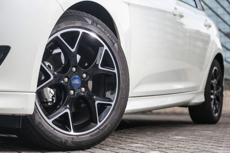 輪圈不僅從原先16吋升級至17吋,更採用勁黑設計,正所謂魔鬼藏在細節中,腳踩的四只輪圈就展現Focus黑潮焦點版的潮流天份!