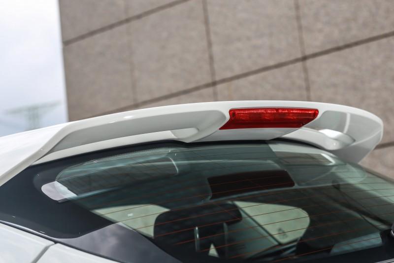 要運動個性當然少不了大型尾翼,Focus黑潮焦點版把原先小型擾流尾翼升級,換上了更具運動風格與提升高速行駛穩定性的風馳擾流尾翼。
