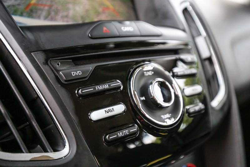 此套智能影音系統立於8吋觸控螢幕基礎上,並導入可以提升行車安全的倒車顯影與行車記錄器,還有增加用車便利的衛星導航系統、提升影音格局的DVD播放器等,就像功能強大的瑞士刀一樣,多樣機能與科技都蘊藏其中。