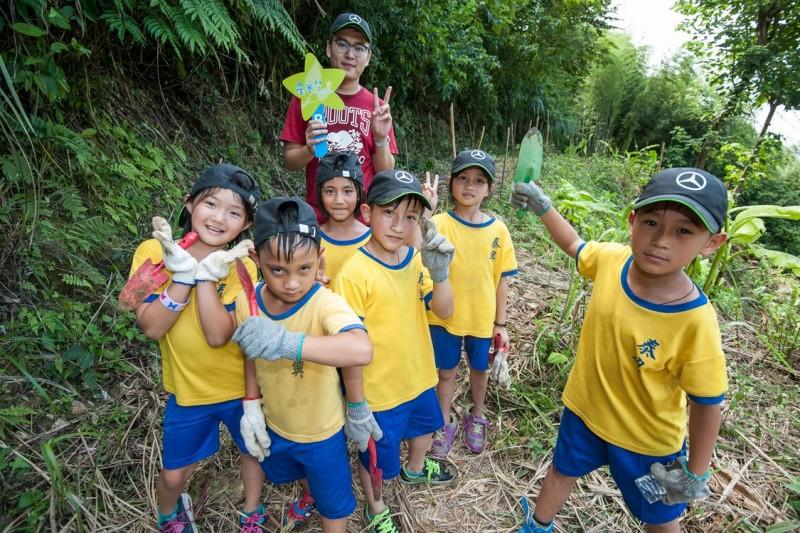 台灣賓士結合【Mercedes-Benz星夢想 - 生態復育計畫】與【Mercedes-Benz星夢想 - 伊甸象圈工程計畫】,邀請象圈的學童一同參加「Mercedes福爾摩沙森林」生態之旅。
