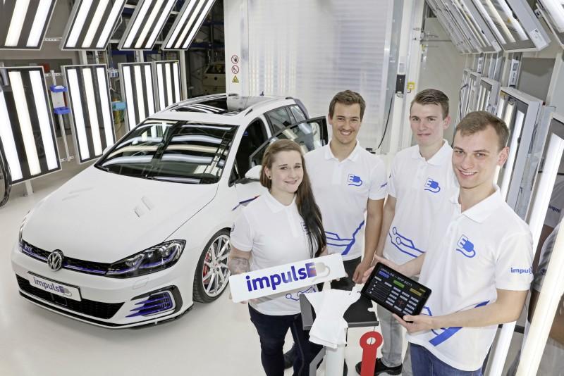 Golf GTE Variant impulsE採用五種車色塗裝外觀,且一舉將電池模組容量提升至16.8kWh,電池效能也因此提升一倍之多。