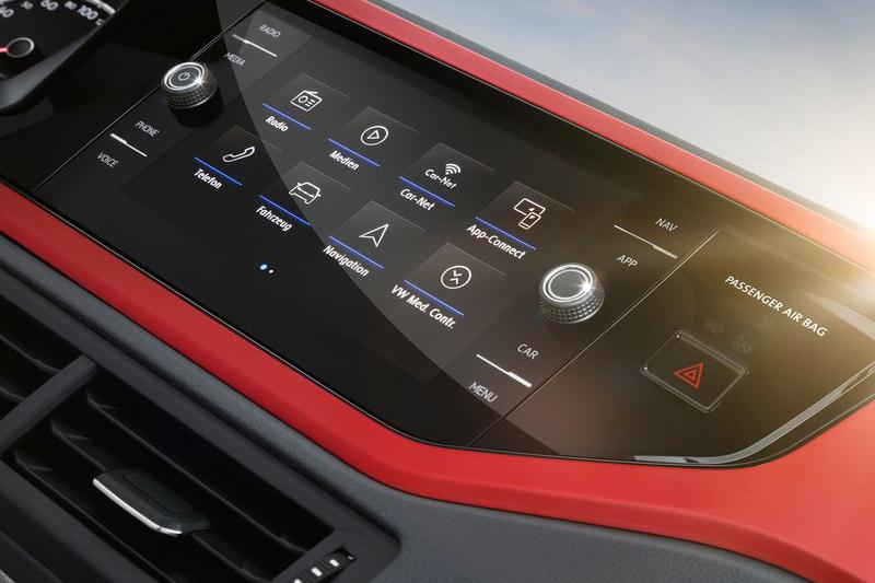 中控上的多媒體觸控螢幕一配備不同最大可達8吋。