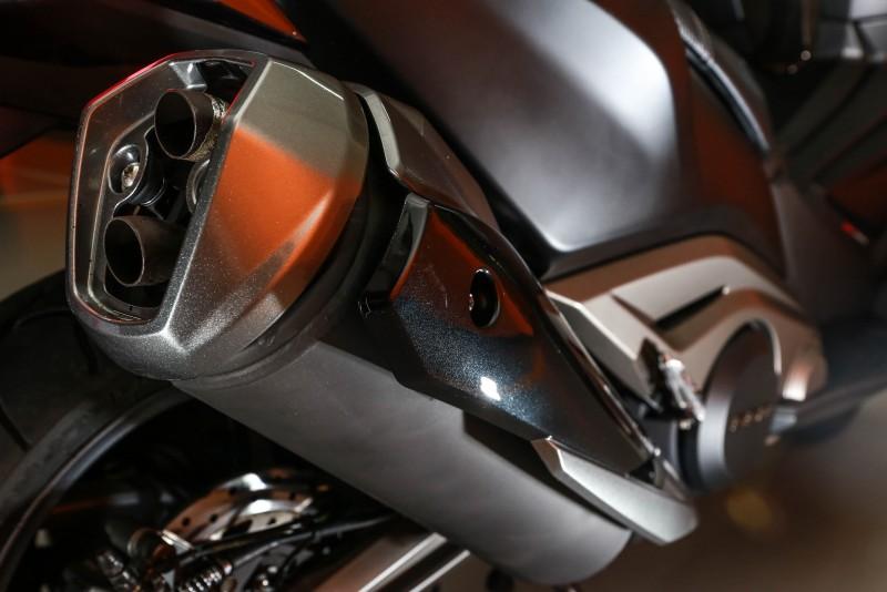 AK550對於細節的要求,從排氣管的防燙蓋設計中可見一斑。
