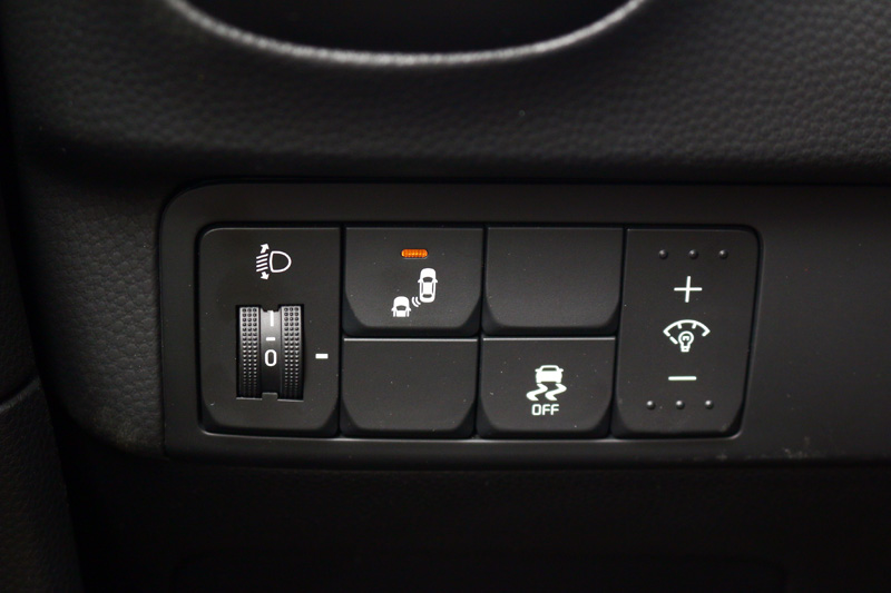 Soul 1.6 CRDI在震撼版上還配有BSD盲點偵測感應系統與RCTA後方車側交通警示系統。