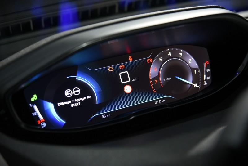 全數位儀表也是新3008車室一大特色,會不會下放到手排車上目前還無法確定