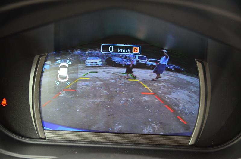倒車畫面直接在儀表上顯示,即便沒加購觸控影音系統也能享有倒車顯影的便利