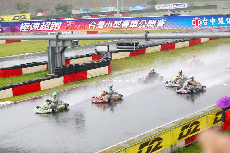 IAME X30 決賽在紅旗後重新起跑。