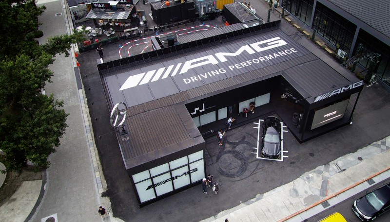 歡慶Mercedes-AMG 50週年,#AMGPopUpTaipei性能概念館率先登場,邀請性能迷體驗AMG品牌聖堂的超凡魅力。