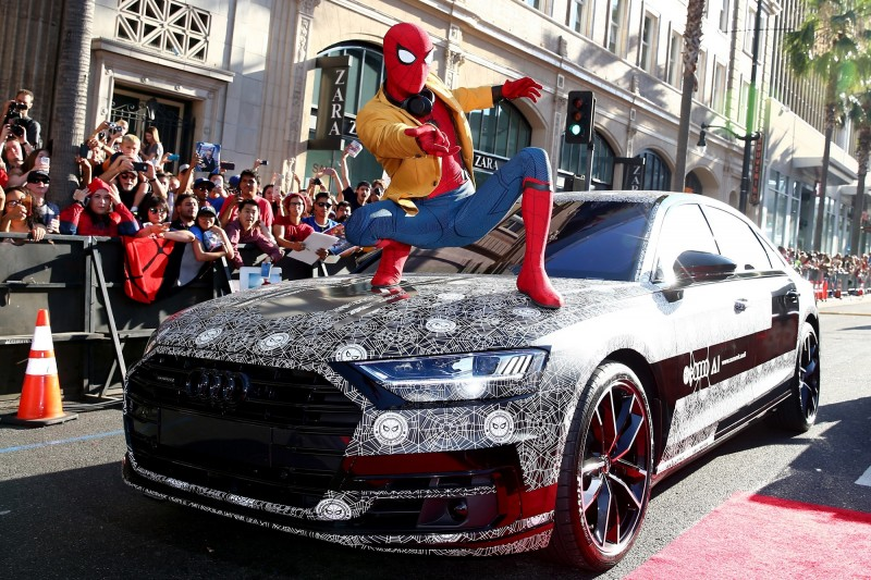 全新世代Audi A8在電影《蜘蛛人:返校日》首映紅毯上,以Audi 設計團隊(Audi Design) 特別設計的蜘蛛人車貼,與蜘蛛人Peter Paker一同驚喜亮相,吸引全球目光。