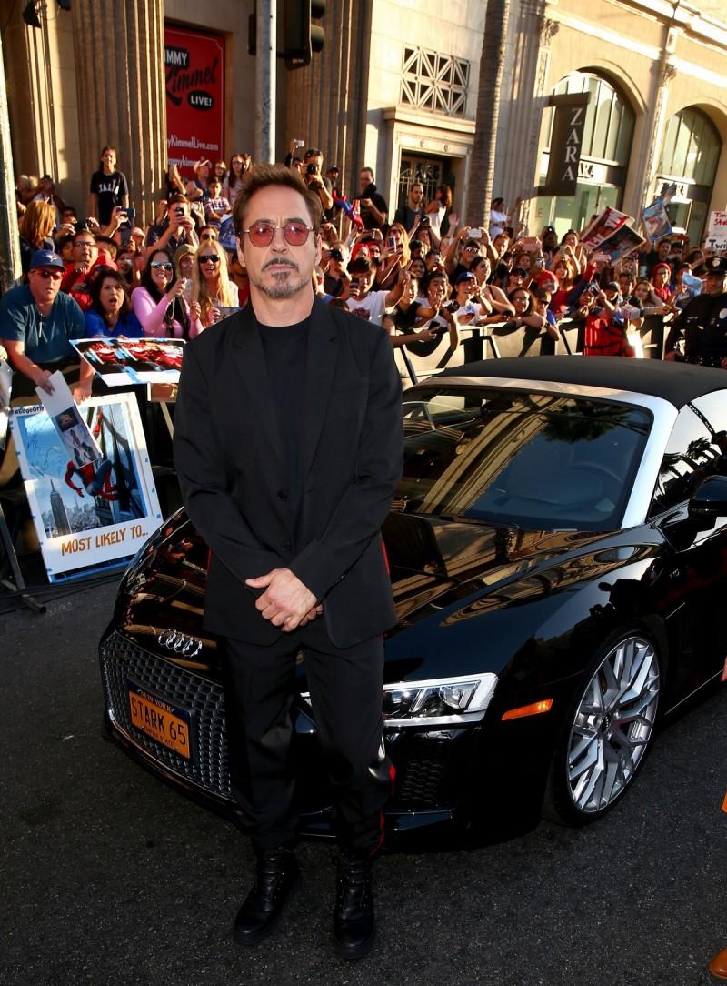 鋼鐵人Robert Downey Jr與他的御用駕駛Happy Hogan (Jon Favreau)也搭乘著黑色的Audi R8 Spyder現身紅毯。另外,R8 V10 Spyder、TTS Roadster等Audi Sport家族超跑也將在電影中與漫威英雄們一同打擊犯罪!