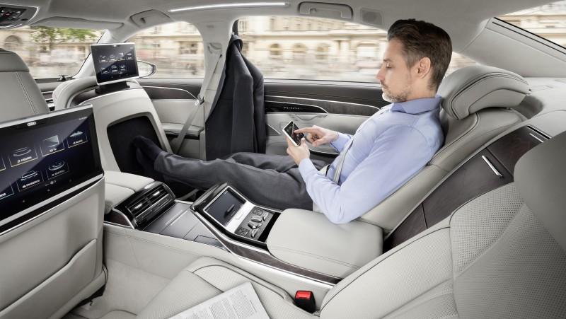 在自動駕駛技術下(piloted driving),駕駛人在車內的時間可以自由的選擇擔任駕駛或是乘客的角色,將節省下來的時間用來作更多其他生活上的工作與休閒。