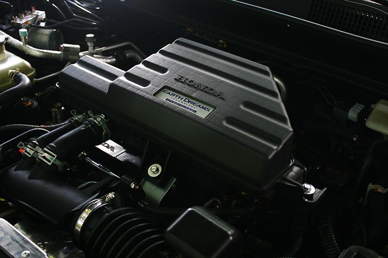 CR-V的1.5升缸內直噴渦輪增壓引擎可輸出193ps/5600rpm與24.8kg-m/2000-5000rpm最大動能。