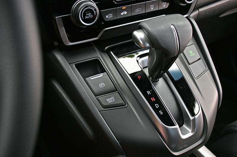 CR-V配備的是CVT無段變速系統,提供更為流暢平順的輸出質感。