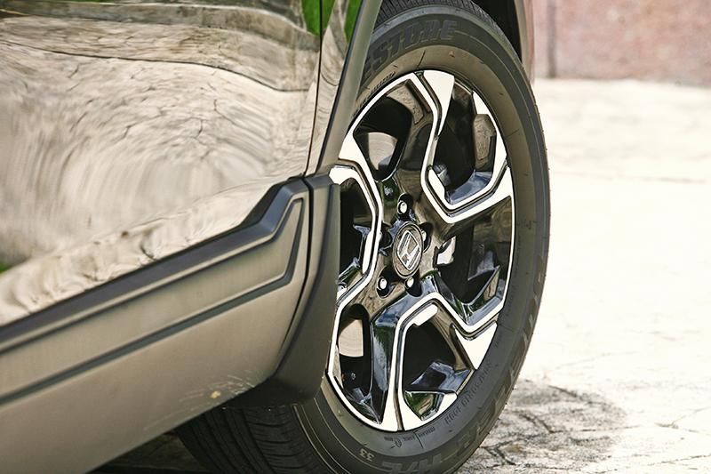 CR-V S標配235/60 R18胎圈,同樣是相當中庸的設定。