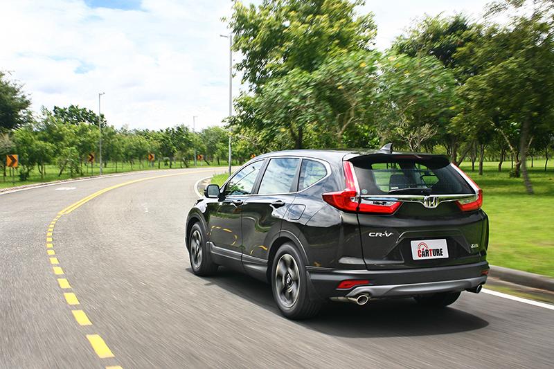 CR-V的彎中表現只能用流暢來形容,但卻又能兼顧行路舒適性。