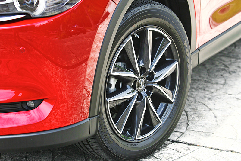 CX-5 Sky-D AWD標配更威的225/55 R19胎圈,視覺效果優異,但行路性難免略遜一籌。
