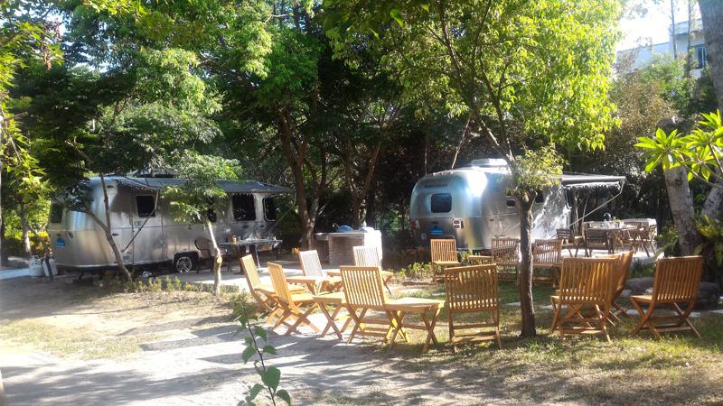 Airstream x Papago Resort頂級露營車體驗區隱身在樹海之中。