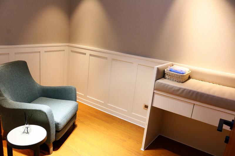 仕女休息室亦附有哺乳育嬰室,甚至備有尿布與溼紙巾,對於媽媽們十分貼心。