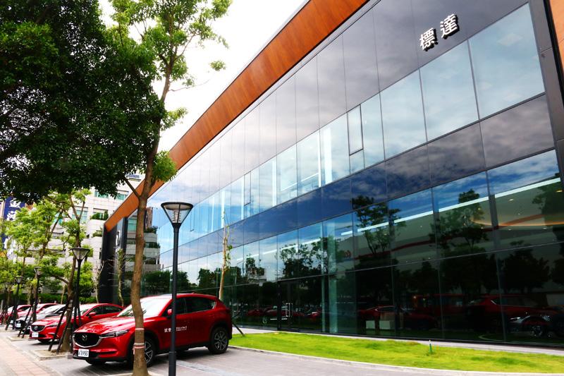 台灣馬自達與標達汽車於內湖成立的旗艦展示中心將成為展示中心中的典範。