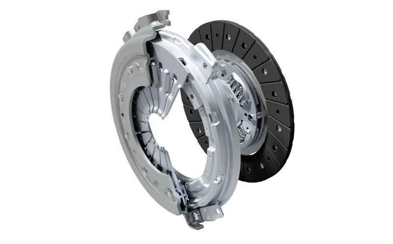 手排車型改用了新的離合器及調整了離合器踏板的反應,提升操駕性能。